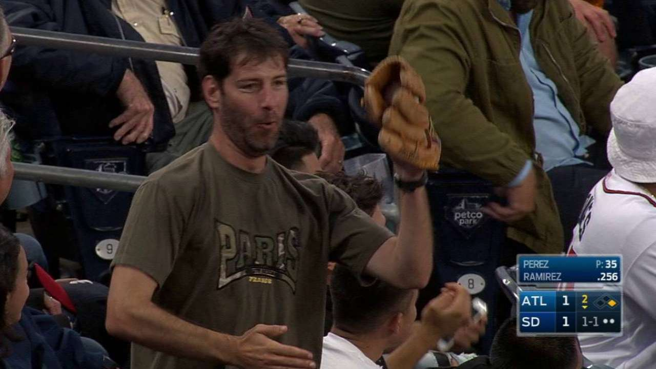 Top GIFs: Fan shows his moves in San Diego
