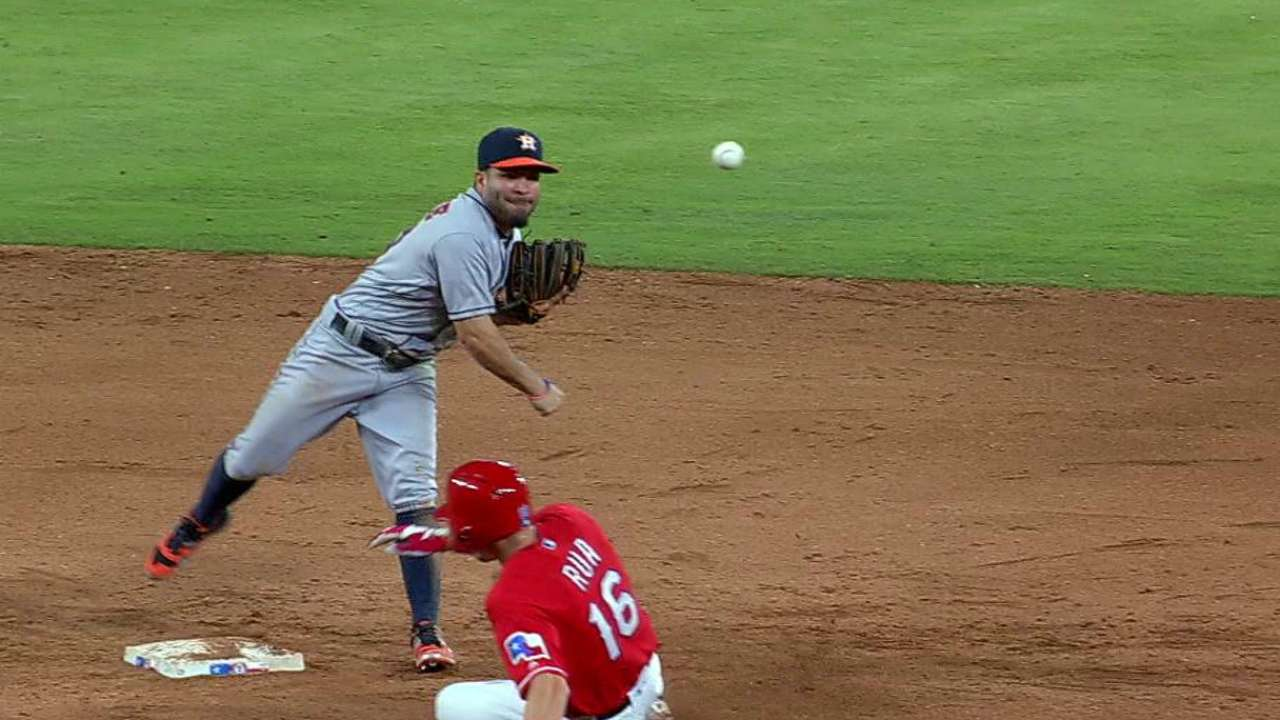 Phils acquire Neshek in trade with Astros