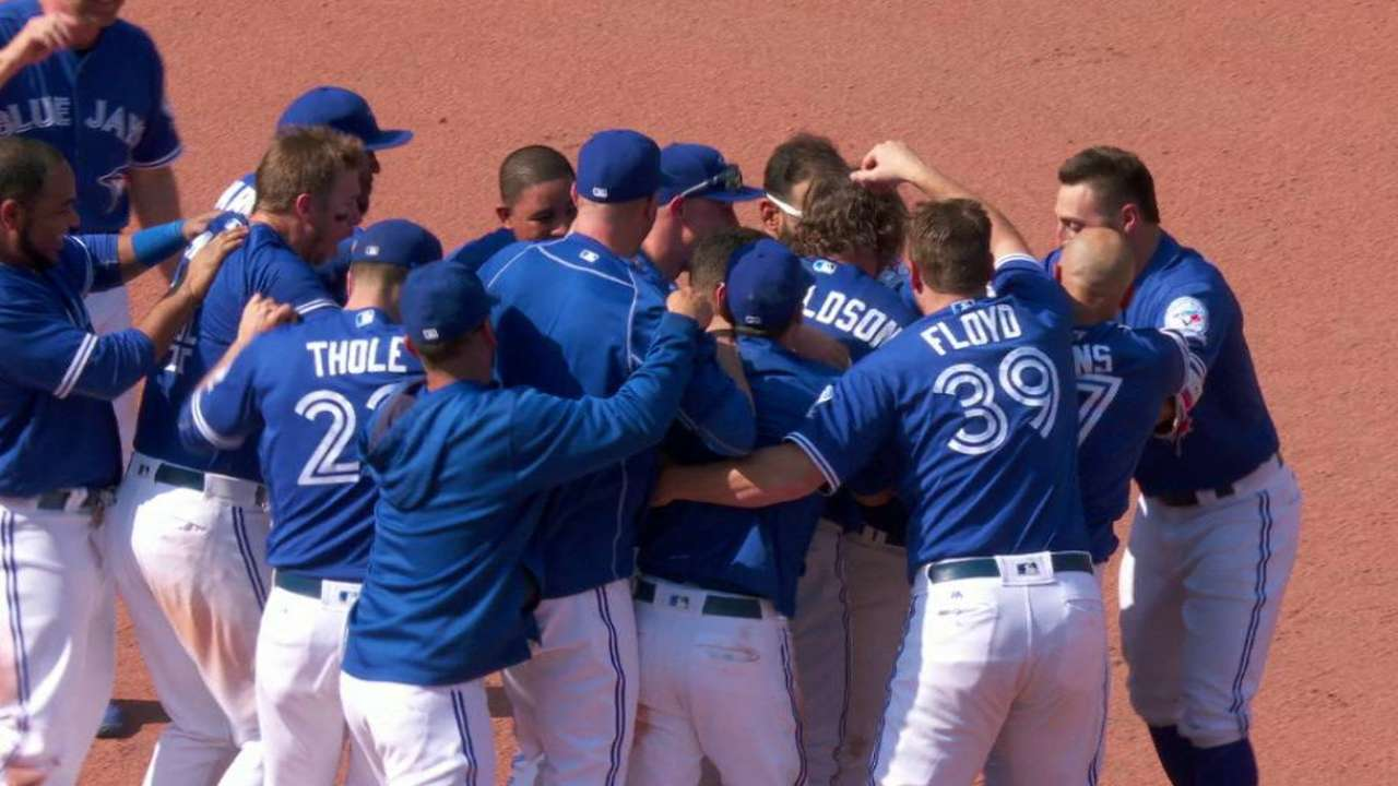Jays use two rallies to walk off vs. Red Sox