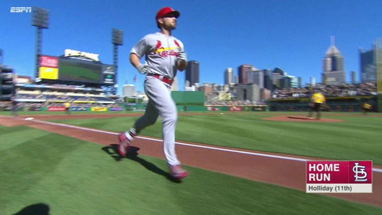 Holliday, Cards stay hot to sweep Pirates