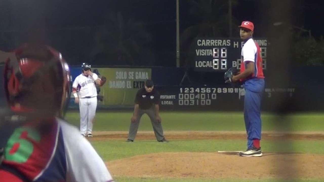 Padres sign Cuban teen pitcher Bolanos