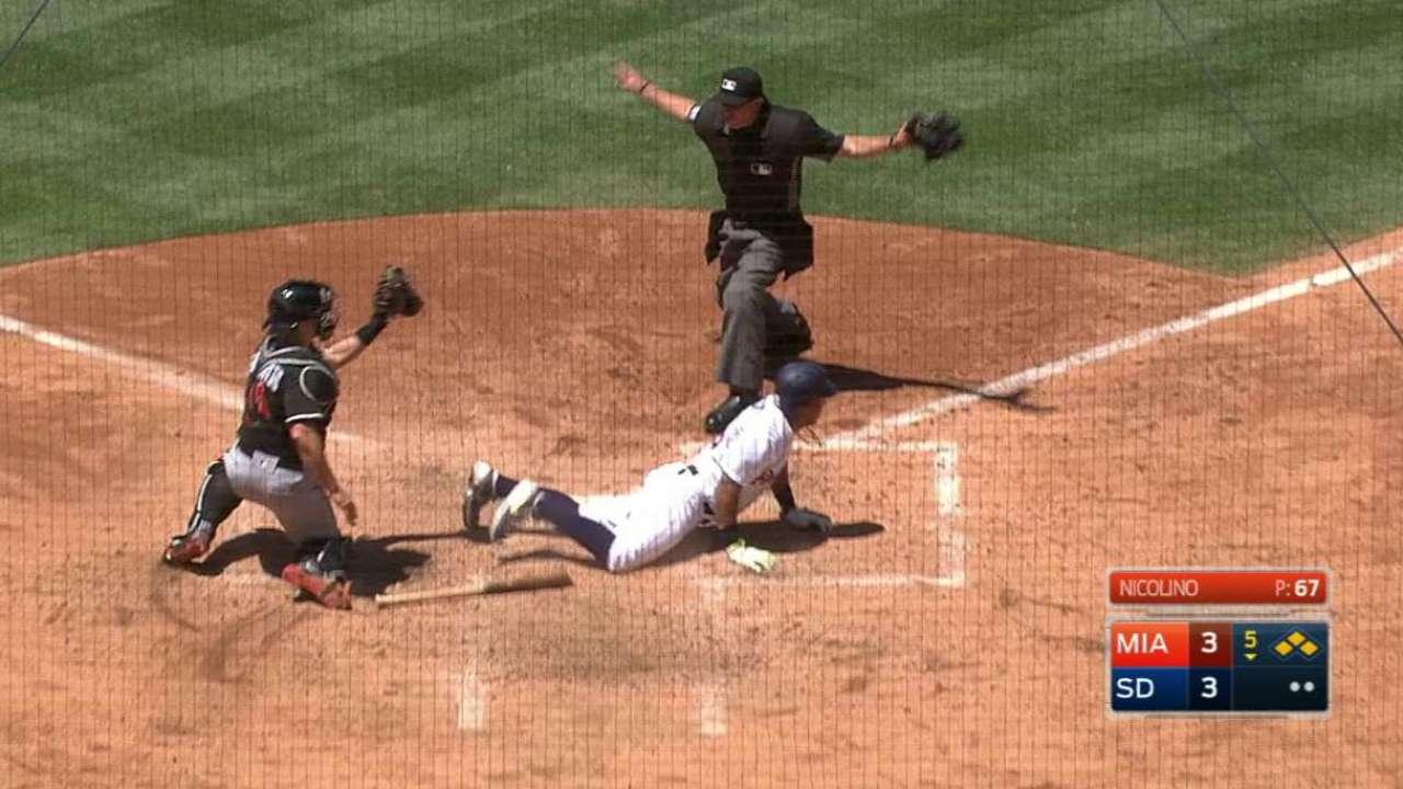Ichiro Suzuki rebasa hito pero Marlins caen ante Padres