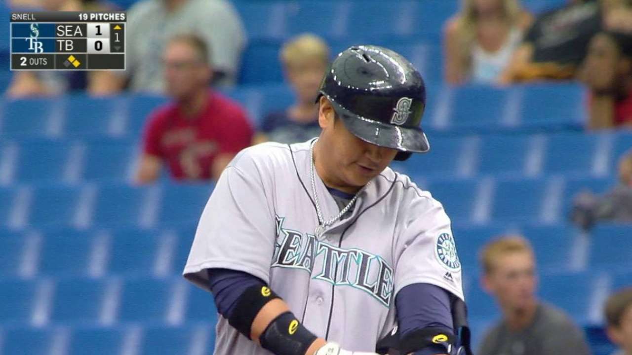 Mariners beat Rays behind Lee, Paxton