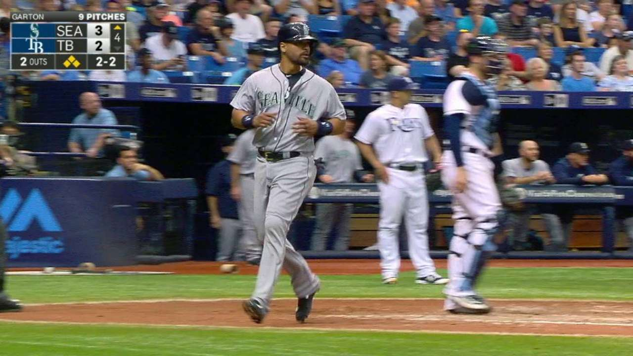 Lee's two-run double