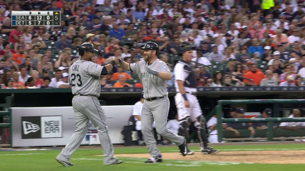 Lind's line-drive two-run homer