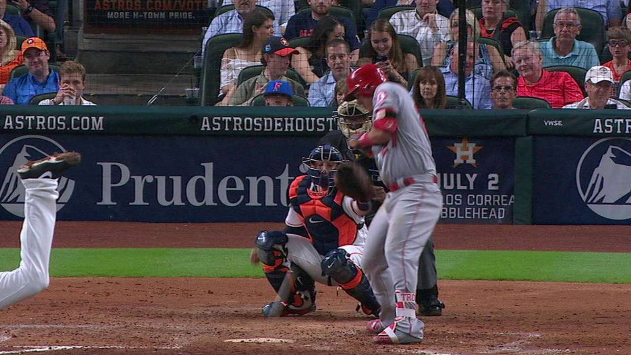 Fister jams Trout for groundout