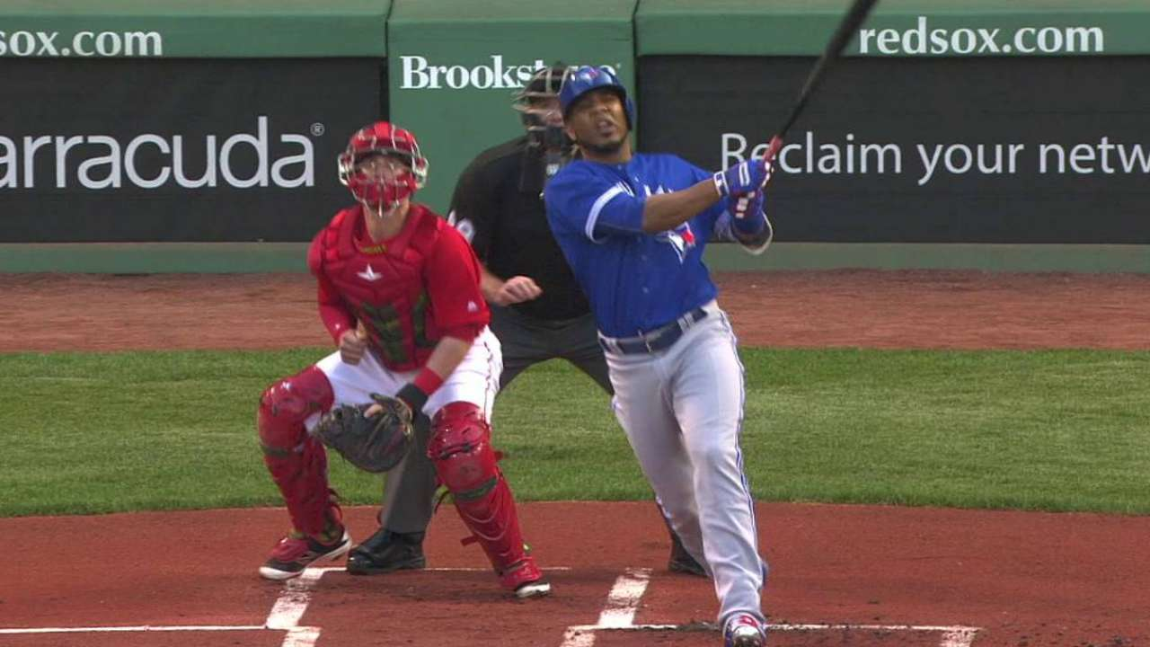 HRs back Dickey as Toronto gains on Boston