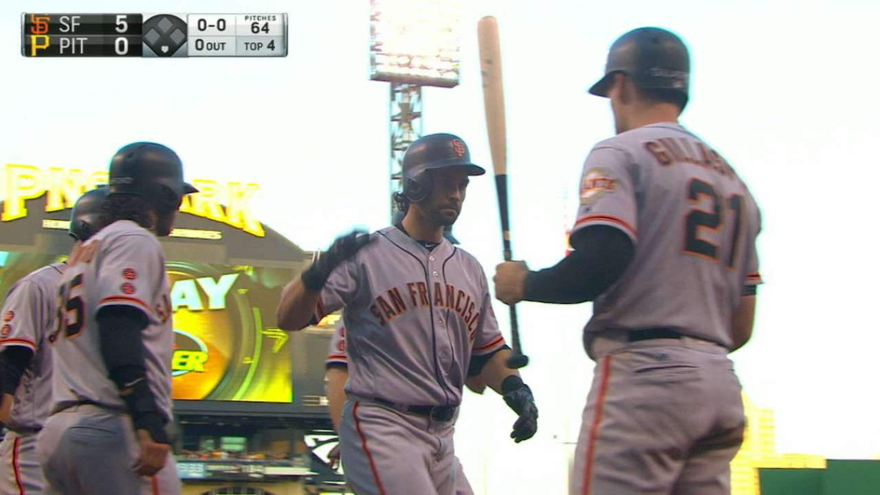 Cueto, Giants cruise after huge 4th inning