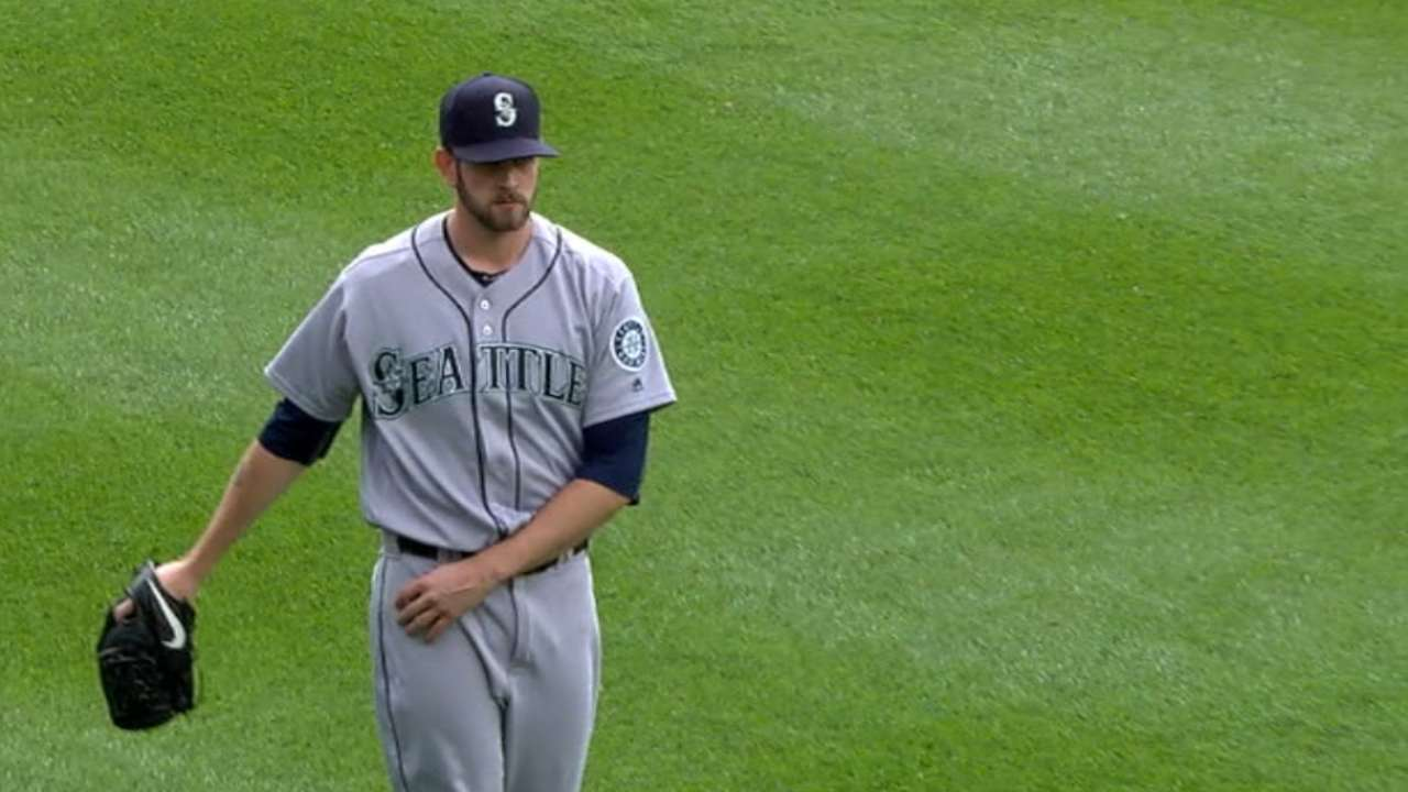 Paxton sharp early, can't contain Tigers late