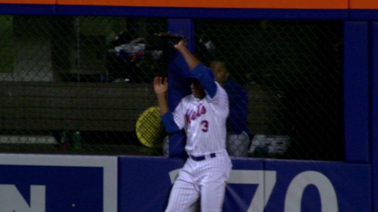 Royals fall few feet shy of big inning in lone big chance