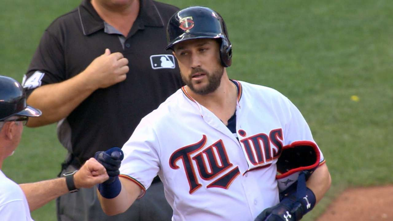 Twins plate four runs in 1st