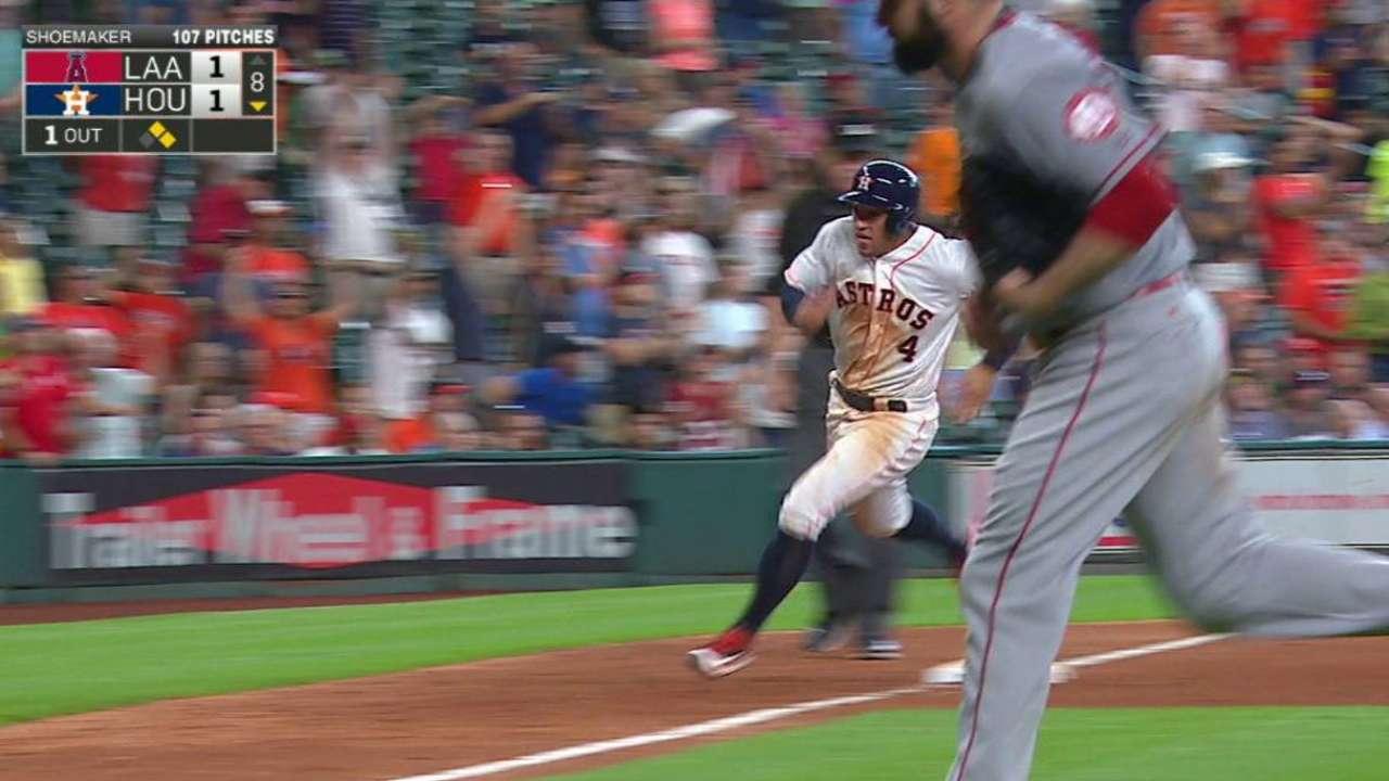Astros hilan su quinto triunfo y barren a los Angelinos