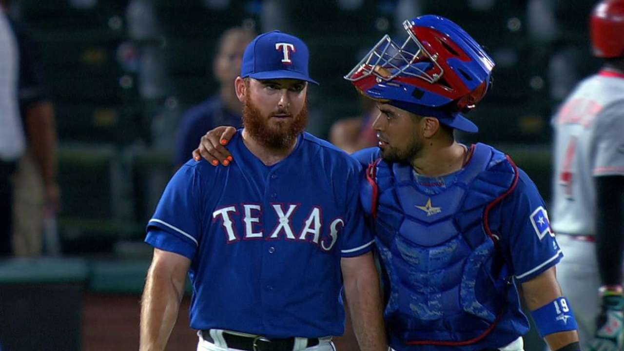 Rangers rolling, own largest MLB division lead