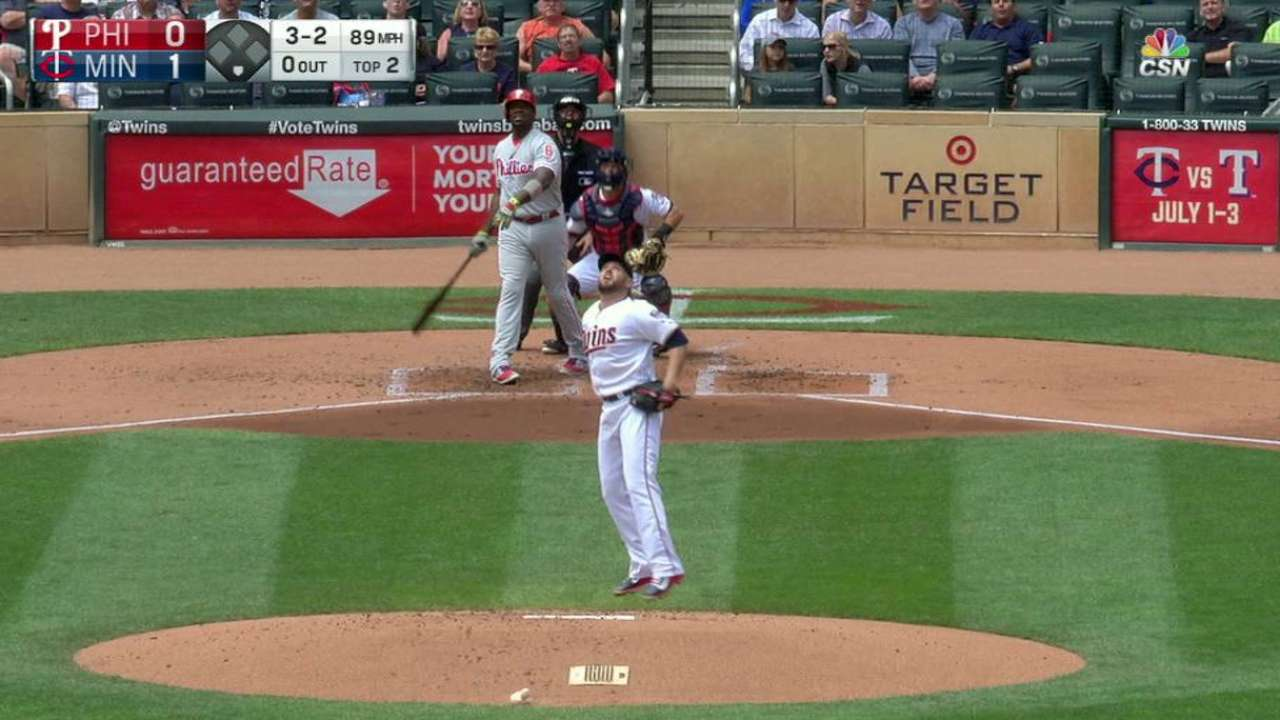 Phils' 15-hit attack backs Eickhoff vs. Twins