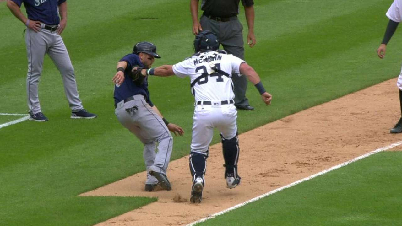 Ausmus, Tigers pull out all the stops in extras