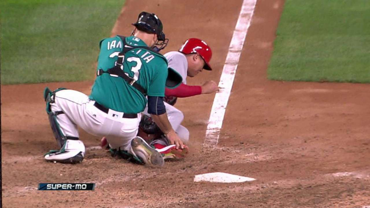 Seager throws out Diaz at home