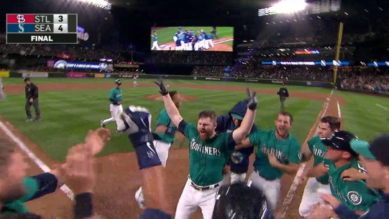 Lind walk-off carries Mariners over Cardinals