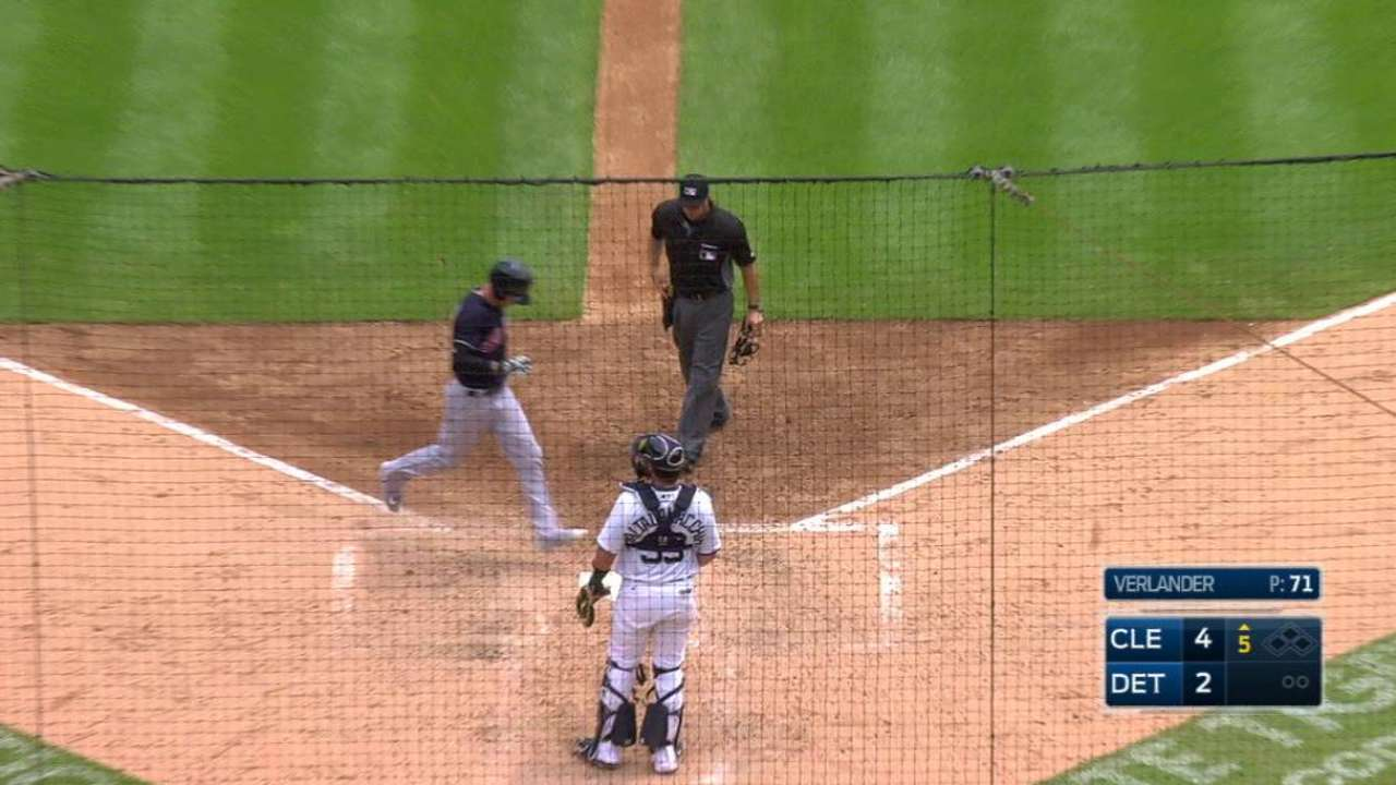 Naquin goes back-to-back