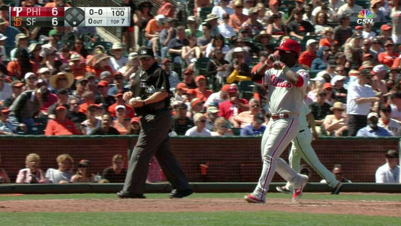 Herrera's game-tying homer