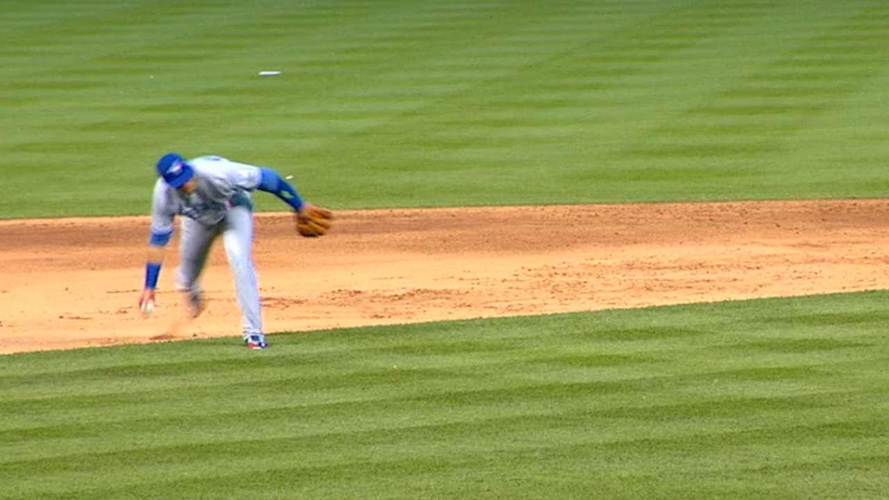 Tulowitzki's barehanded play