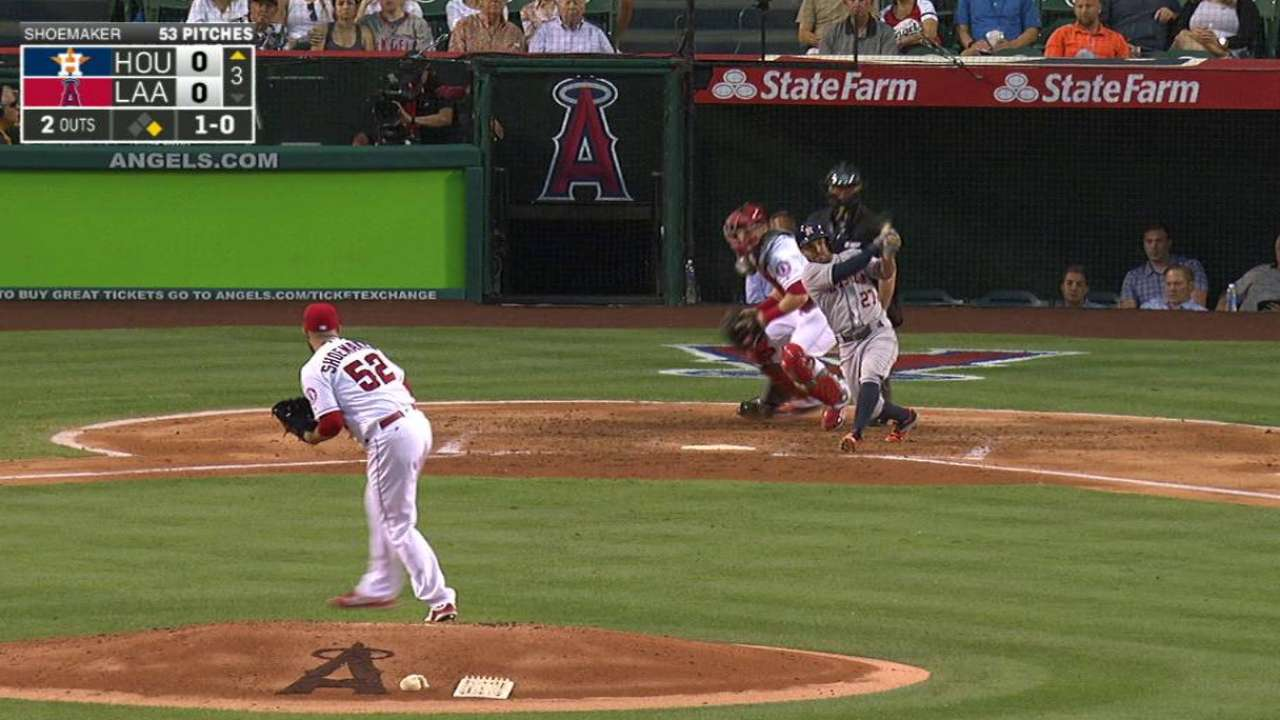Altuve extends on-base streak to 30 games