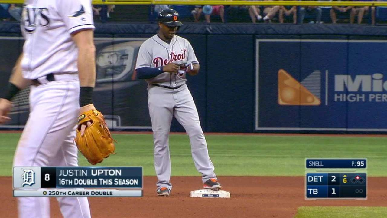 Upton doubles in the 6th