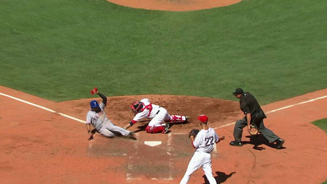 Holt throws Choo out at home