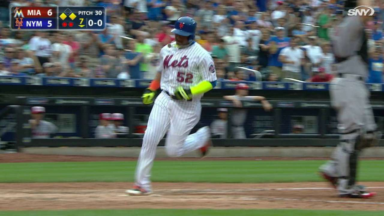 Flores' game-tying sac fly