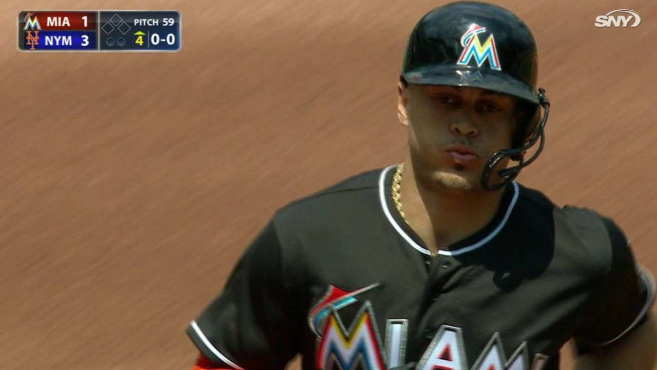Giancarlo Stanton vuelve a dar dos HR, pero Marlins caen ante Mets