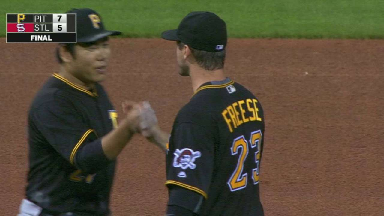Pirates stage another rally to continue streak