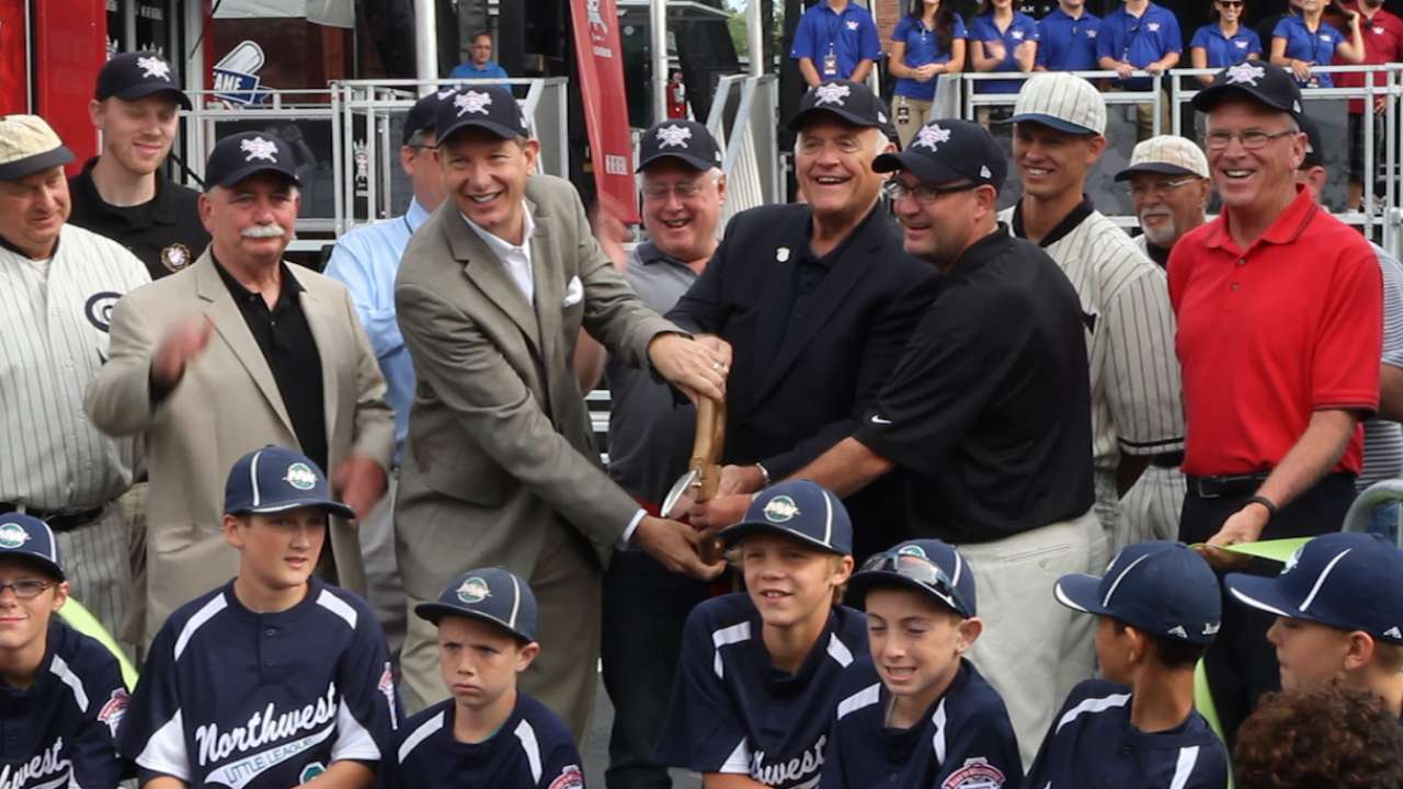 Baseball Hall of Fame Tour stops in Albuquerque