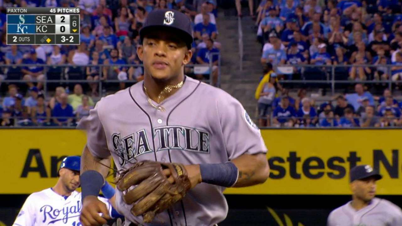 Mariners turn DP to end 6th