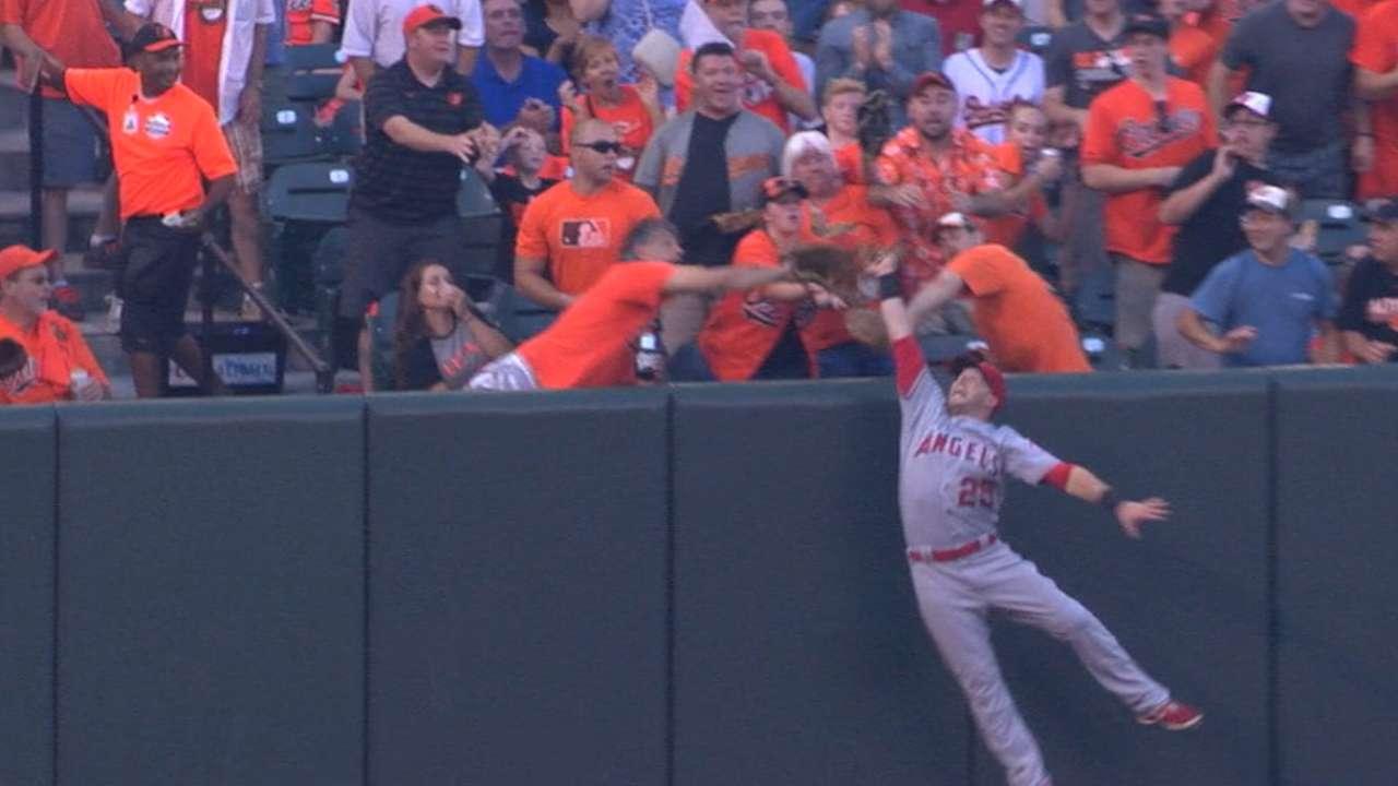 Nava robs Machado of a home run