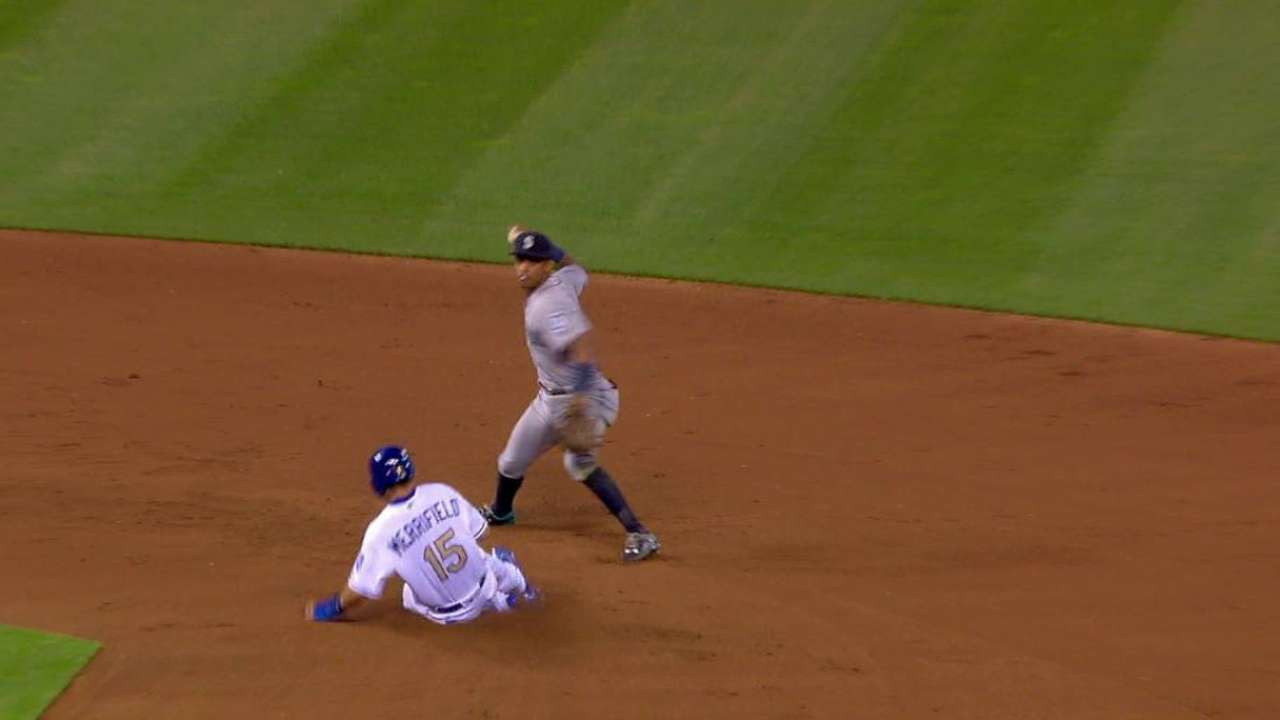 Cano starts a smooth double play