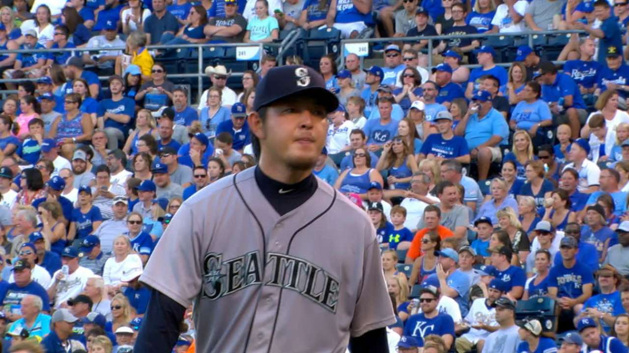 Iwakuma delivers to help Mariners turn tables