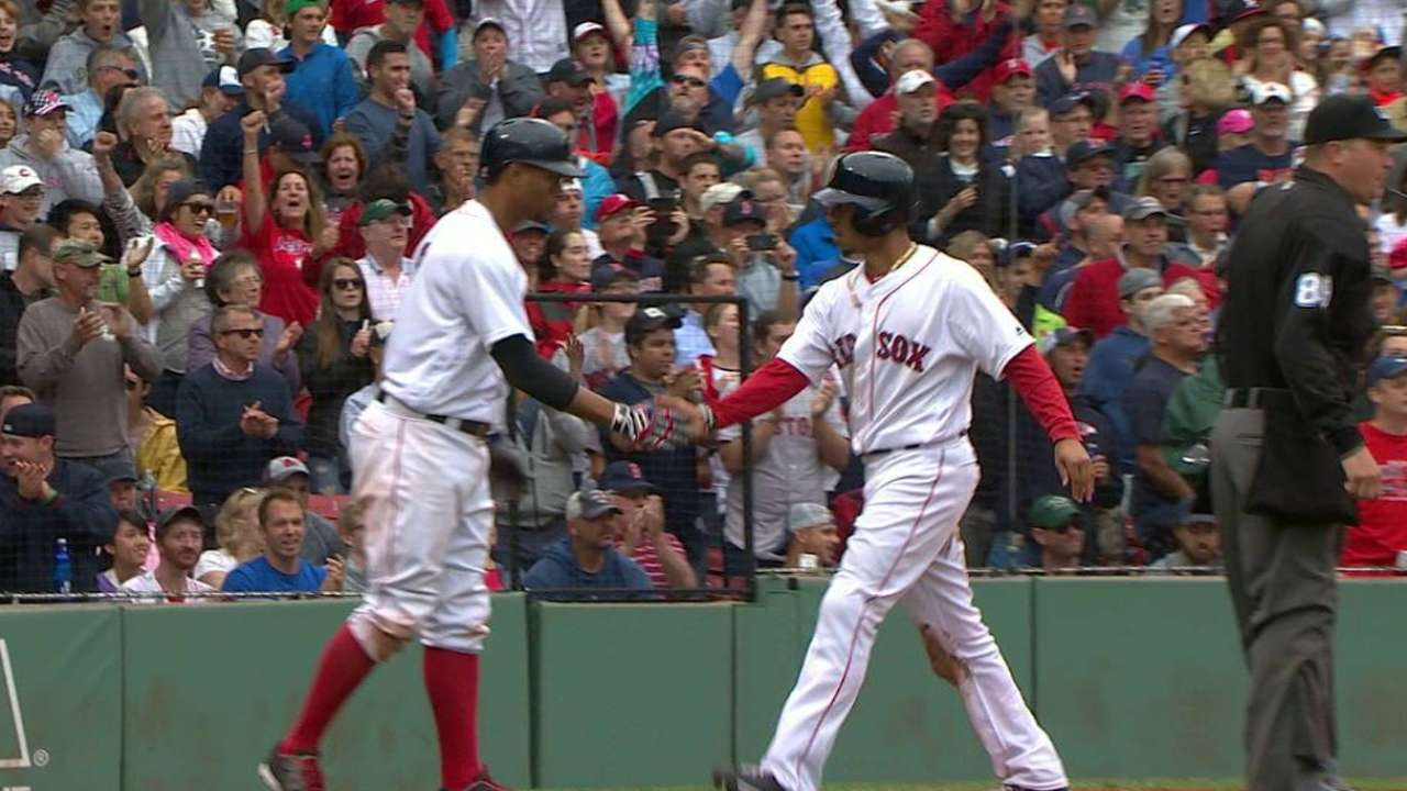 Pedroia's two-run single