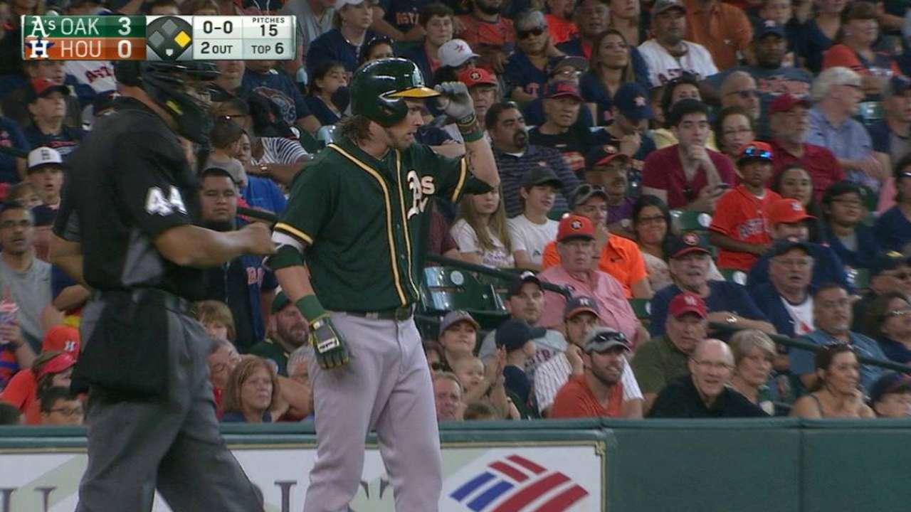 Reddick's 6th-inning triple