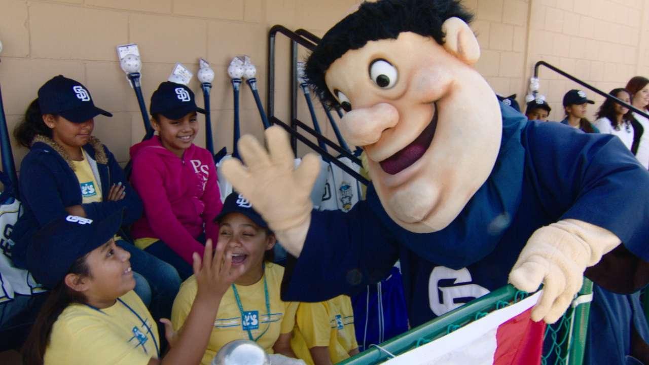 Manfred helps open kids complex in Tijuana