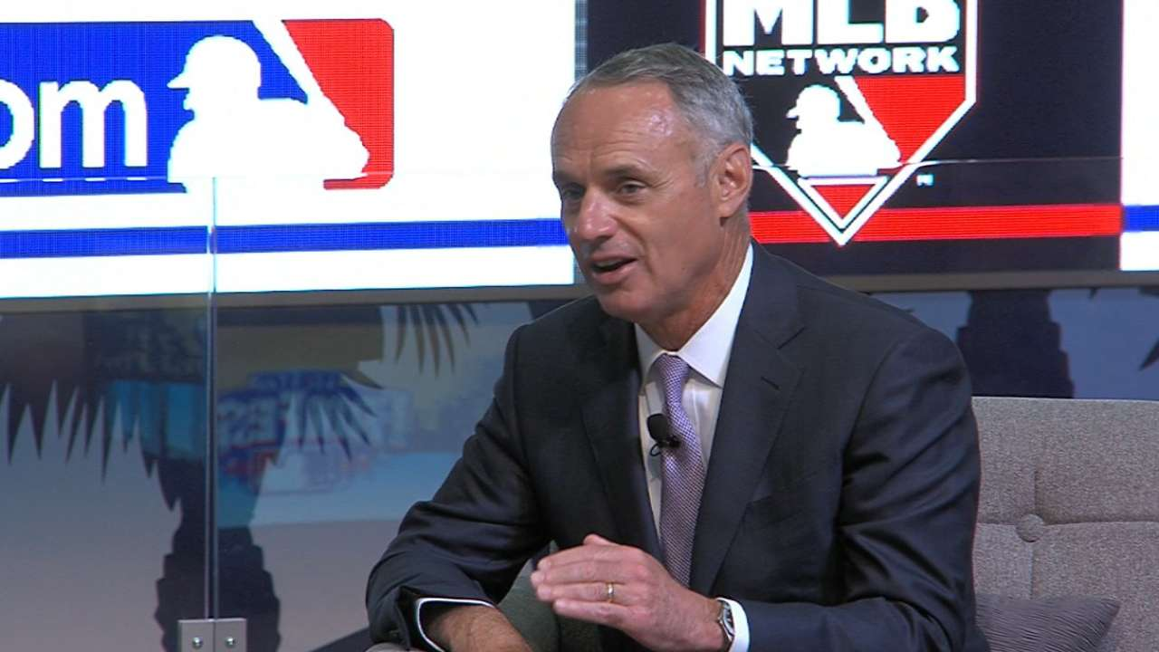 Manfred hits key points in Town Hall fan chat
