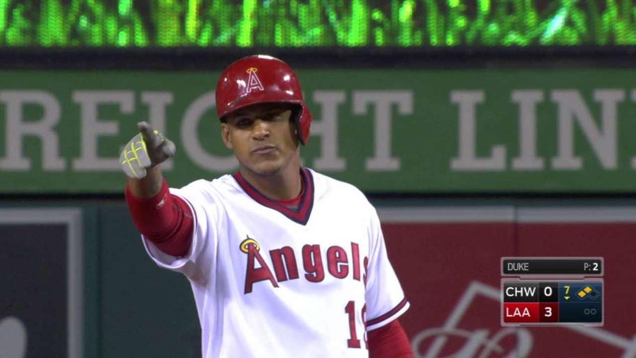 Angels blanquean a White Sox con joya de Santiago