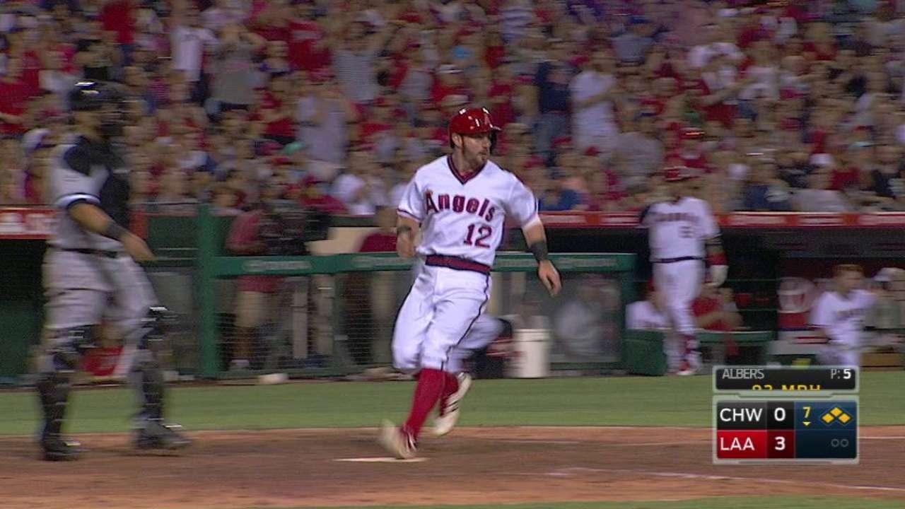Veteran catcher Soto set to return to Angels