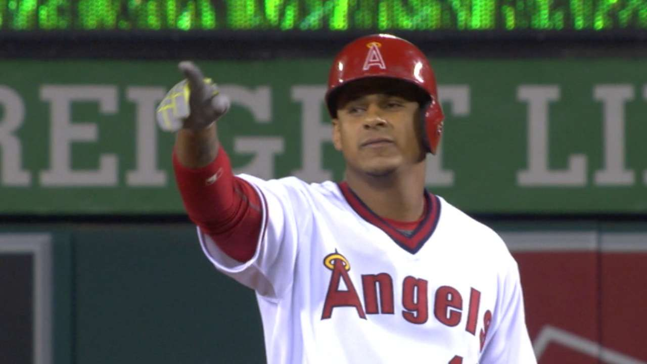 Angels take advantage of White Sox miscues