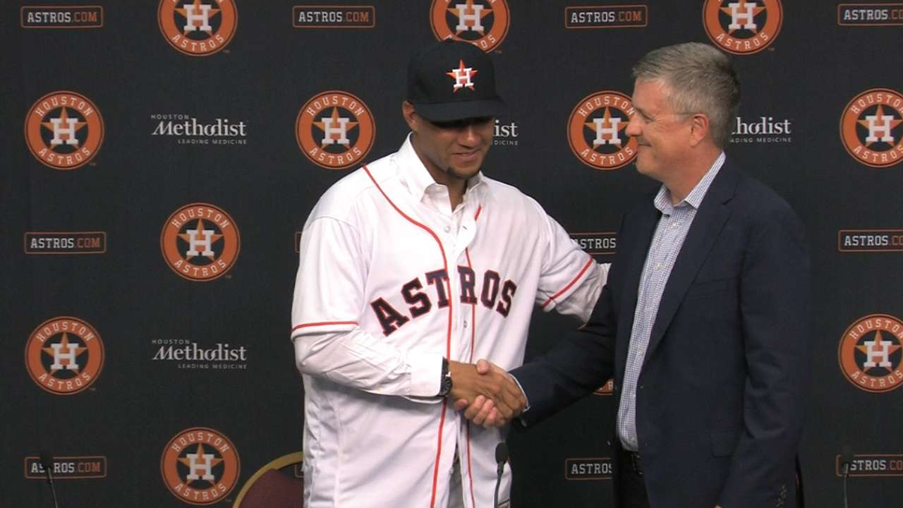Astros introduce Gurriel