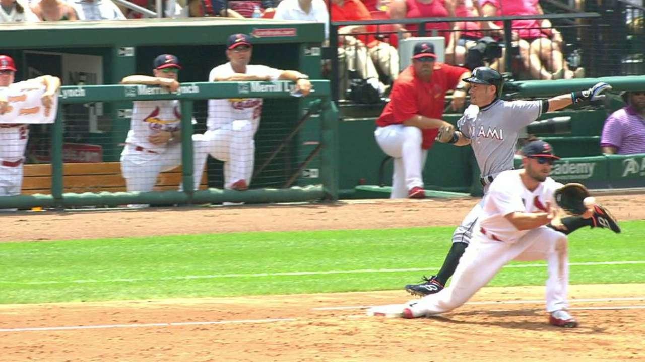 Diaz throws out Ichiro
