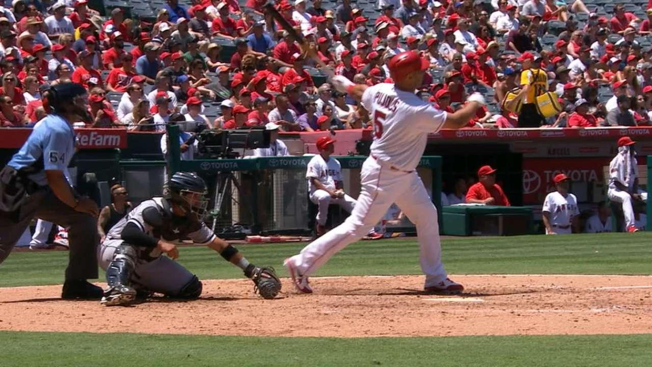 Pujols, Weaver propel Angels to Sox sweep