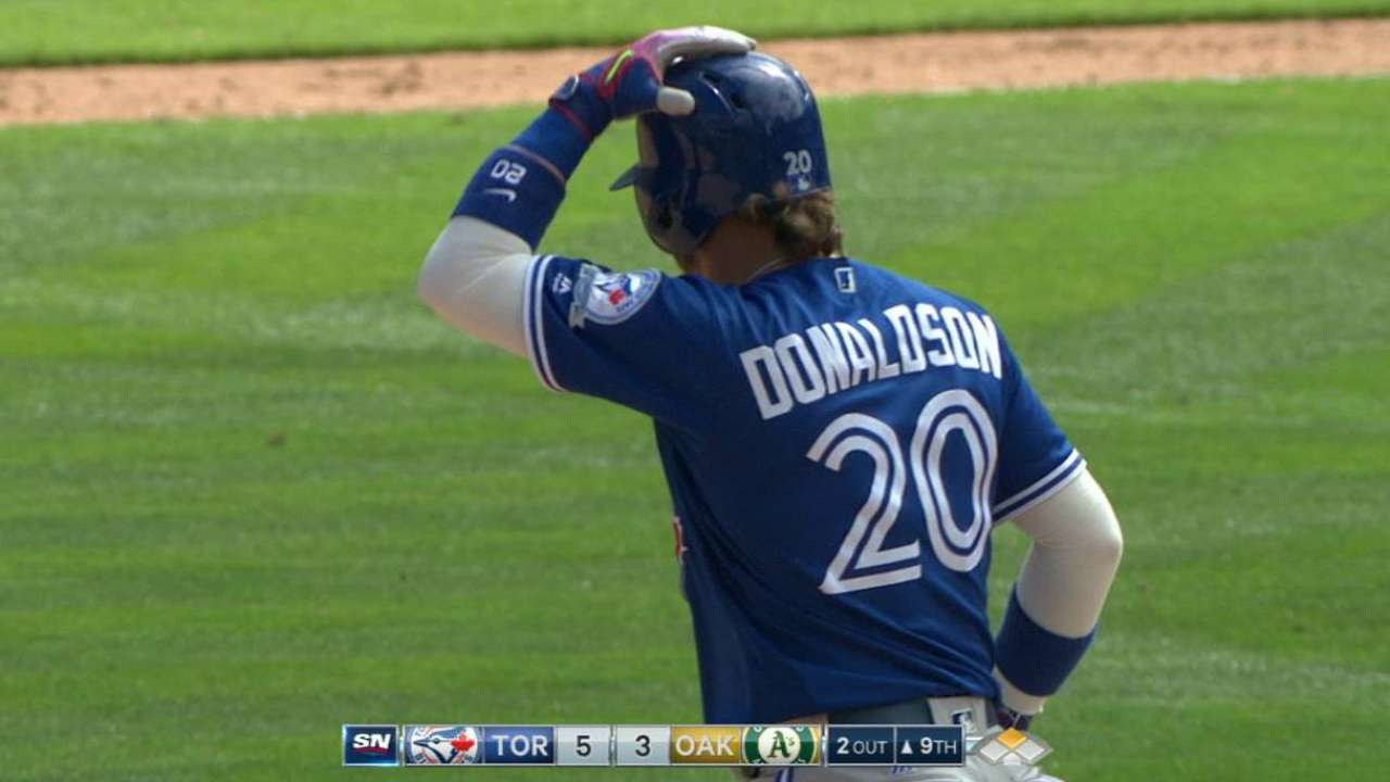Donaldson delivers in 9th to lift Jays, sting A's