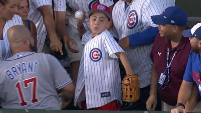 A young Cubs fan threw back Wilmer Flores' home run ball ...