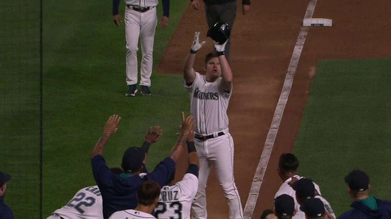 Mariners stun White Sox with improbable rally