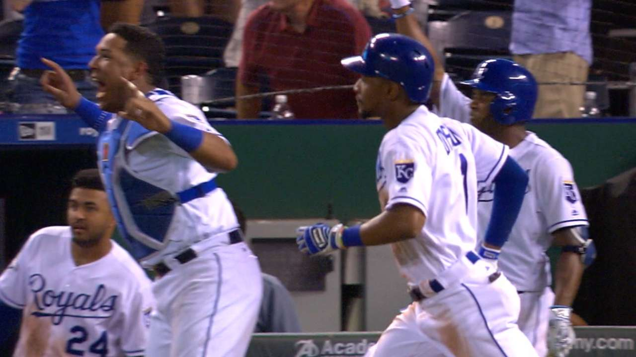 Royals 'grand' with 7-run 8th to gain on Tribe