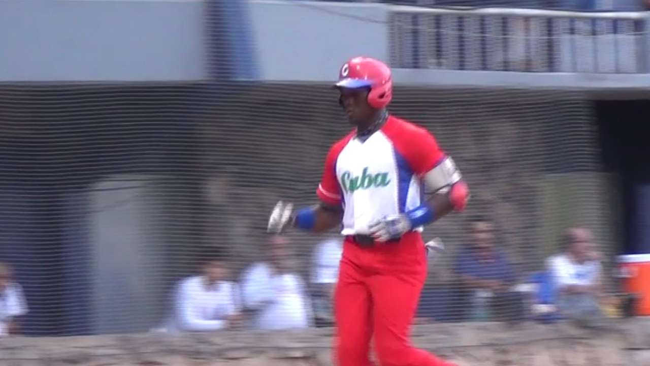 Padres sign Cuban outfielder Jorge Ona